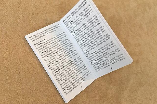 タロットカード5ヵ国語説明書