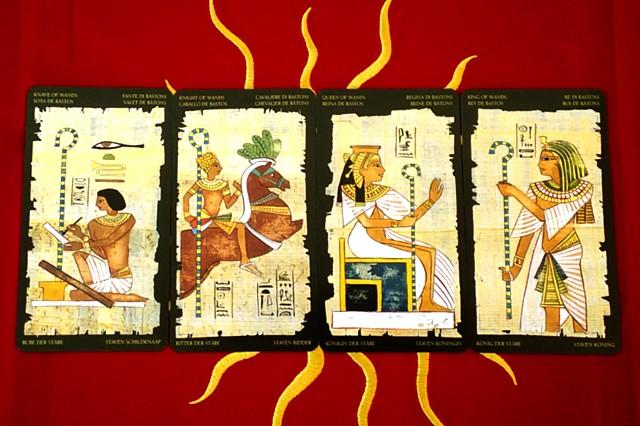 エジプシャン・タロットカードの小アルカナ ワンドのペイジ・ナイト・クイーン・キング
