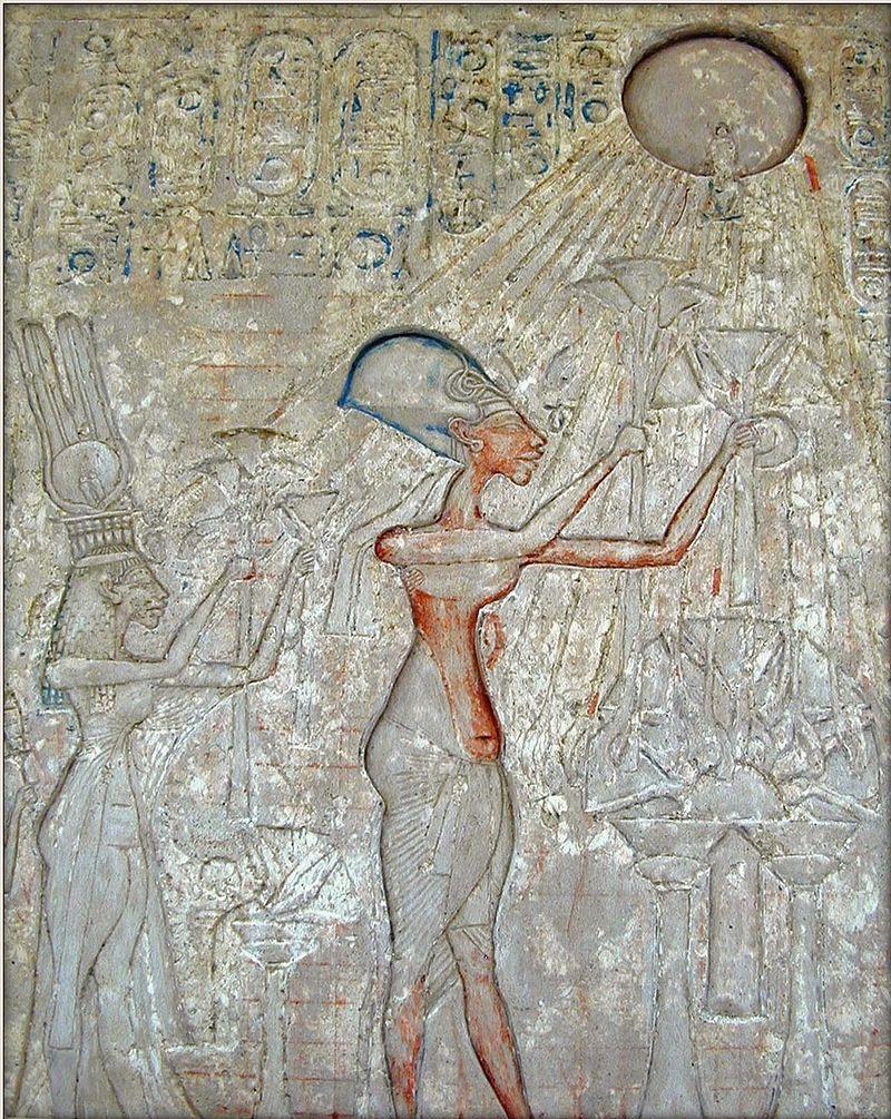 アテンを崇拝するファラオアメンホテプ4世と彼の家族