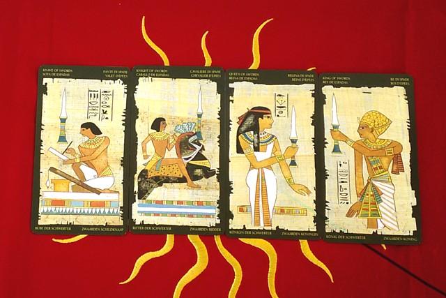 エジプシャン・タロットカードの小アルカナ ソードのペイジ・ナイト・クイーン・キング
