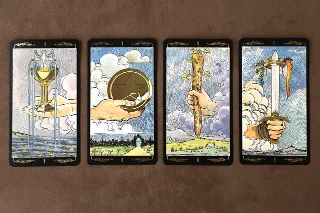 ゴールデン・ユニバーサル・タロット 小アルカナエースのカード