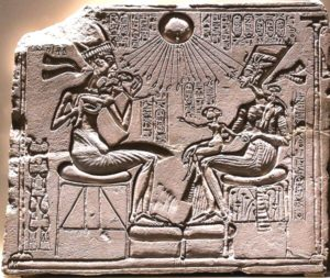 Wikipedia引用:Akhenaten(アクエンアテン、ネフェルティティとその子供たち)