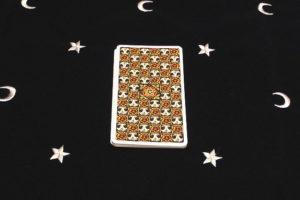 タロットカードのシャッフル1