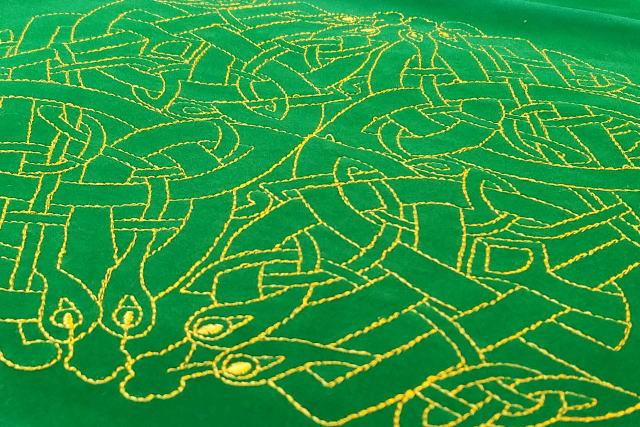 タロットクロス ケルティックラビリンスの刺繍