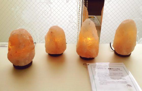 ソルトランプ(岩塩ランプ)も人気